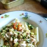 pasta al ragù di sgombro zucchine e capperi