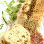 pane all'aglio, erbette e nocciole
