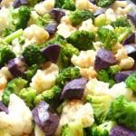 broccoletti, cavolfiore e patate viola arrosto