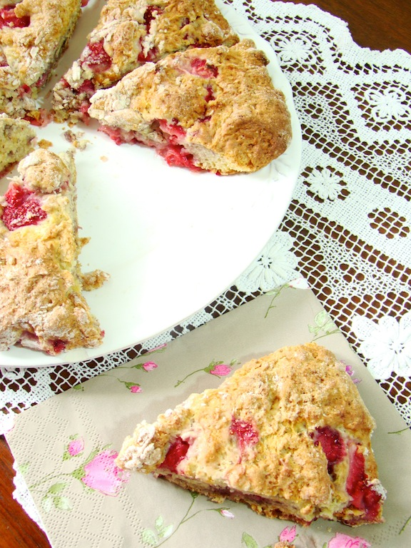 scones alle fragole e yogurt