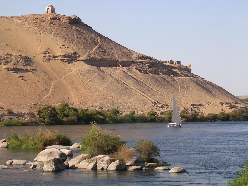 collina con tombe di nobili ad Assuan