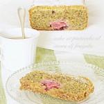 Cake ai pistacchi e cuore di fragola