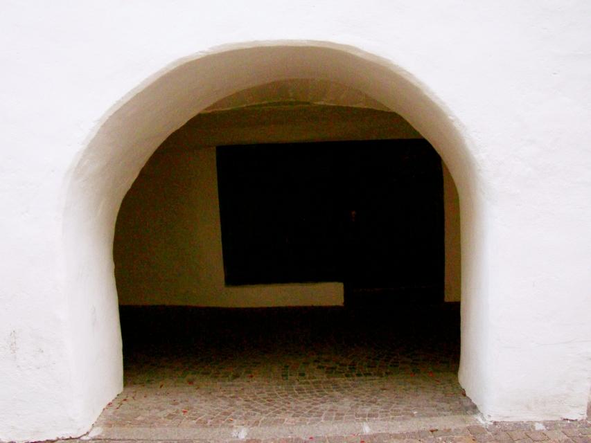 portico dalle mura possenti