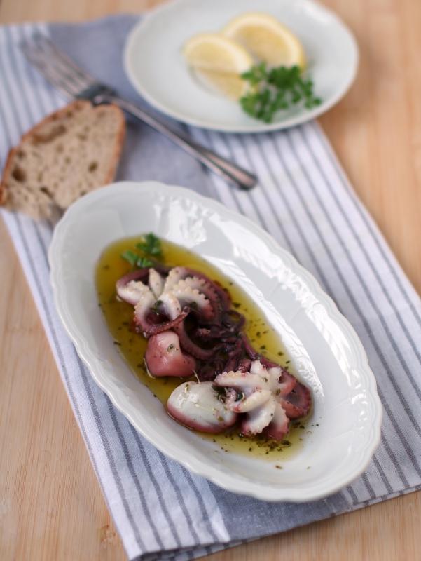 Moscardini in salsa salmoriglio