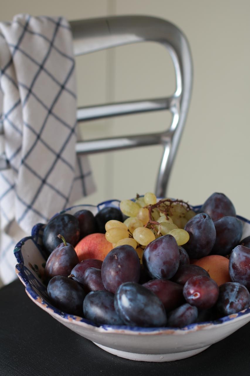 Tomino alla frutta secca prugne e miele.