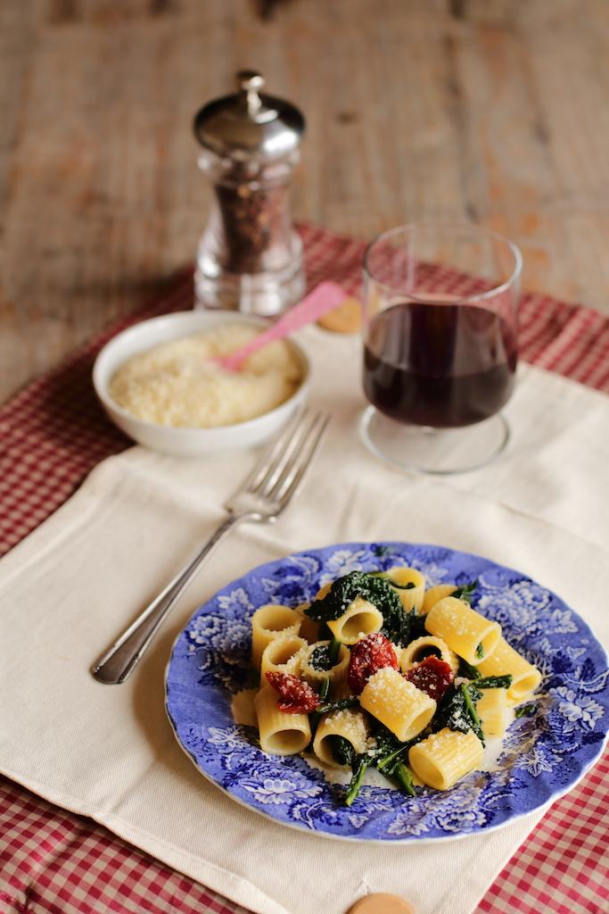 pasta al cavolo nero e pomodorini secchi