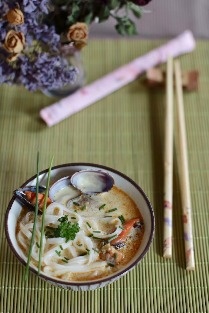 noodles coconut clam soup