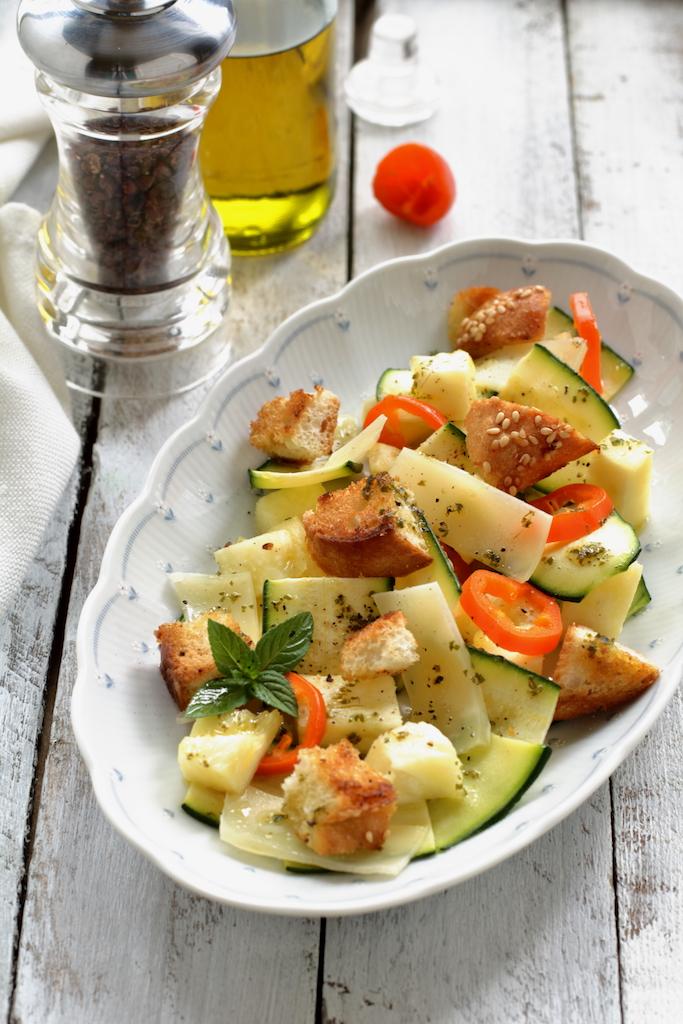 Insalata alle zucchine e ananas