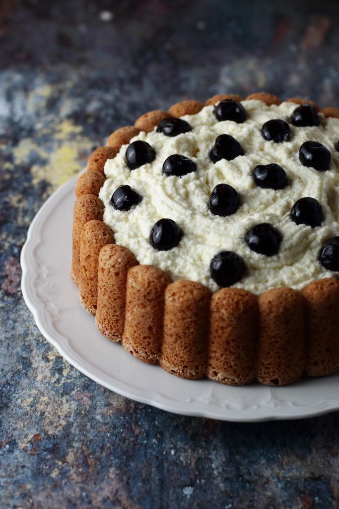 torta con mousse al cioccolato bianco