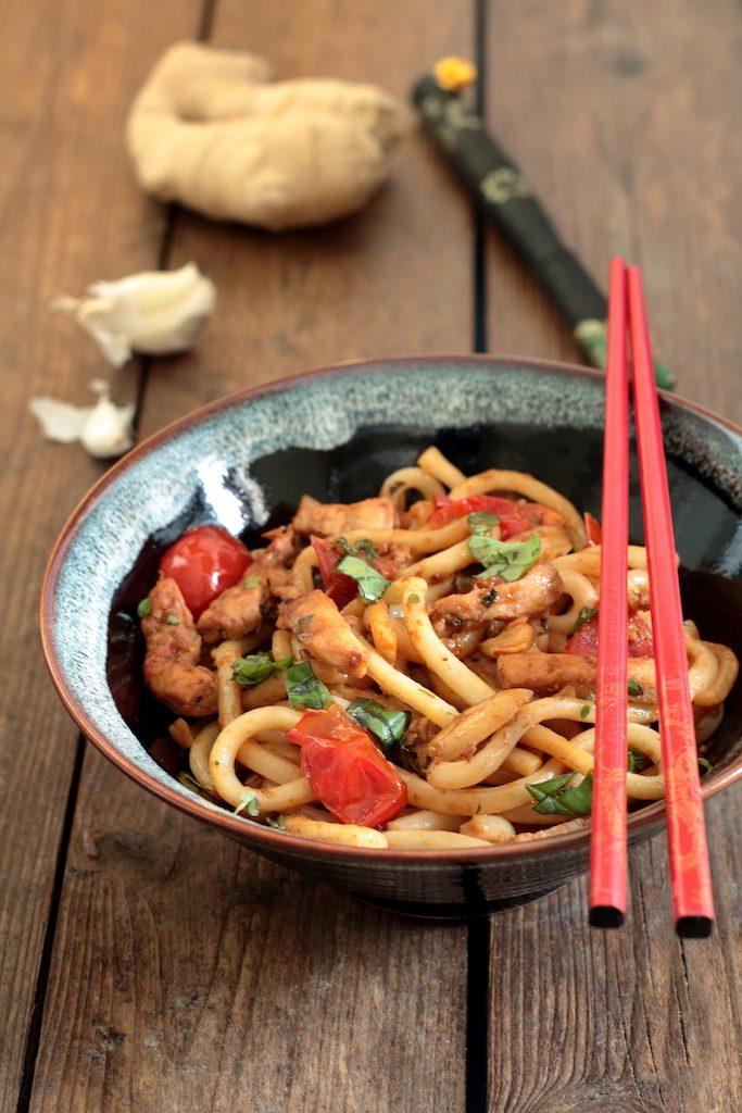 noodles con pollo e pomodorini