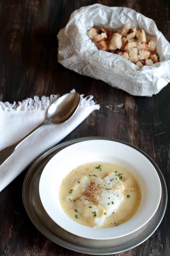 Merluzzo al forno in zuppa di porri e patate
