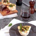 Cestini di pane ripieni con formaggio e verdurine